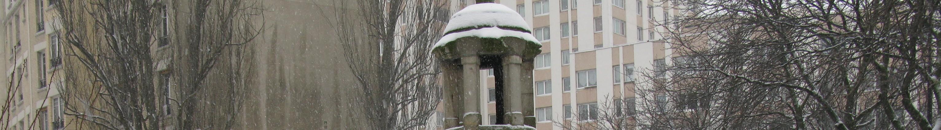Le regard de la Lanterne est un regard, c'est-à-dire un ouvrage permettant l'accès à une canalisation. Le regard prend la forme d'un petit bâtiment en pierres, de forme cylindrique, couvert par une coupole. Il est surmonté par un lanternon, lui-même en pierre. À l'intérieur, on descend à un bassin où arrivent les eaux drainées au sommet de la colline de Belleville par un double escalier